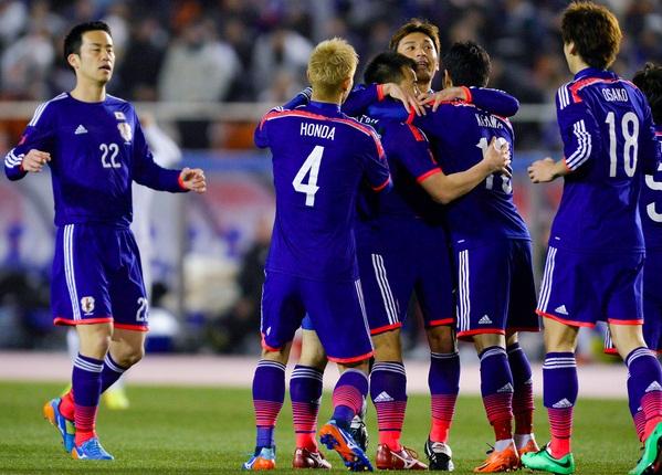 jogar futebol no Japão